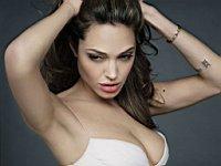 Angelina_Jolie_080020