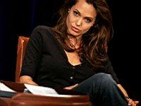 Angelina_Jolie_080022