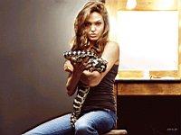 Angelina_Jolie_080023