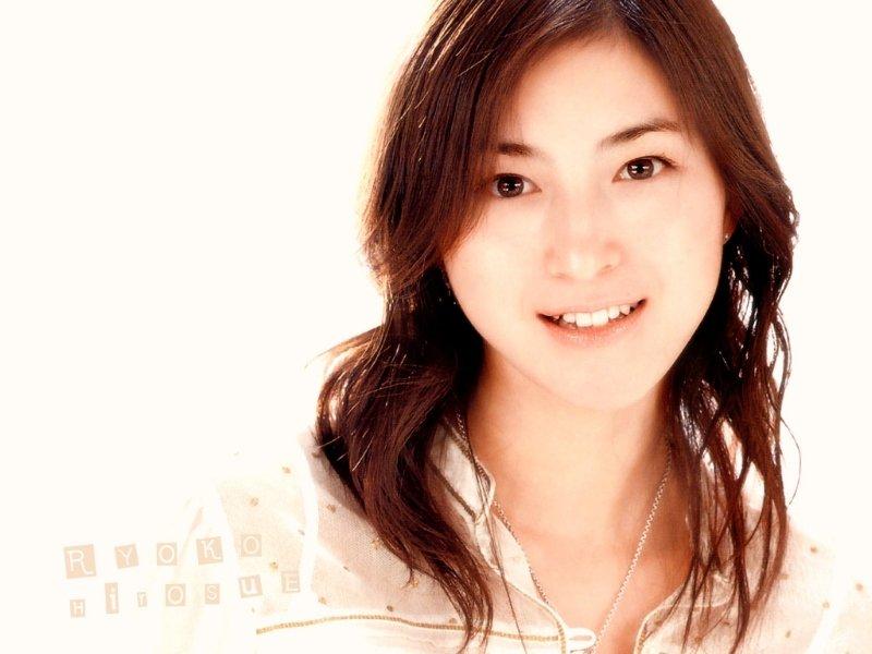 Ryoko Hirosue - New Photos