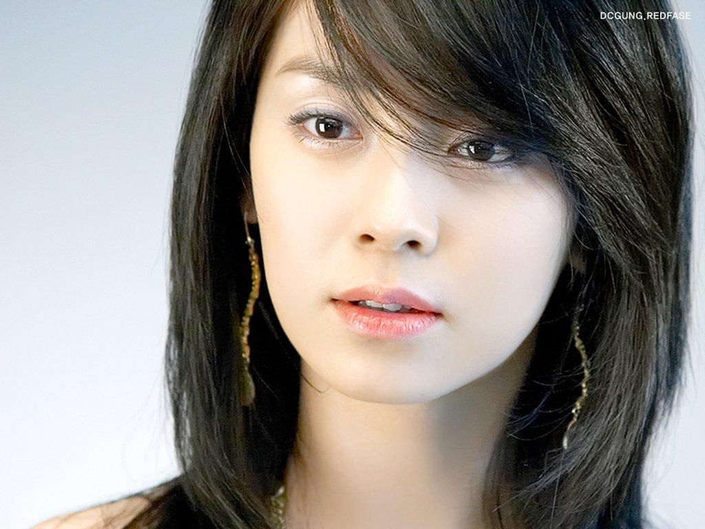 Song Ji Hyo Hot